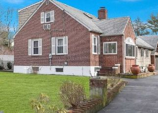 Foreclosed Home in LINCOLN BLVD, Hauppauge, NY - 11788
