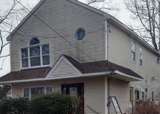 Foreclosed Home en 42ND ST, Copiague, NY - 11726