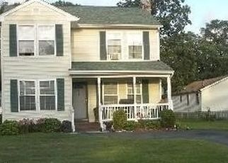 Foreclosed Home en N 28TH ST, Wyandanch, NY - 11798