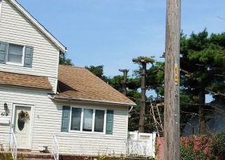 Foreclosed Home en S 6TH ST, Lindenhurst, NY - 11757