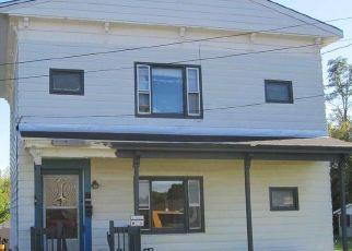 Foreclosed Home en COTTAGE ST, Ravena, NY - 12143