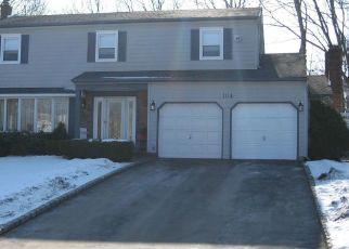 Casa en ejecución hipotecaria in Centereach, NY, 11720,  WOODVIEW LN ID: P1120895