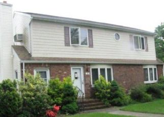 Foreclosed Home en WEBSTER AVE, West Islip, NY - 11795