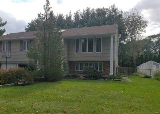 Foreclosed Home in STANLEY PL, Hauppauge, NY - 11788