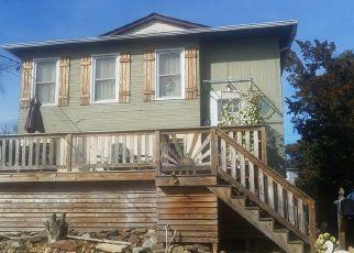 Foreclosed Home en SUMPWAMS AVE, Babylon, NY - 11702
