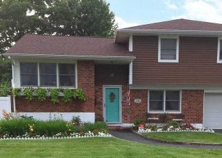 Foreclosed Home en SHERRY ST, East Islip, NY - 11730