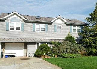 Foreclosed Home en SILVERSMITH LN, Levittown, NY - 11756
