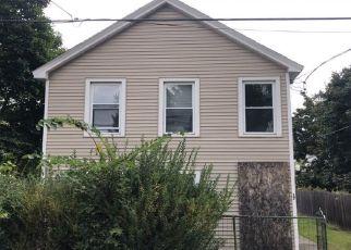 Foreclosed Home en GLEN AVE, Watervliet, NY - 12189