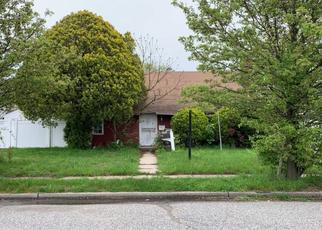 Foreclosed Home en BARBARA LN, Levittown, NY - 11756
