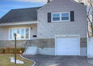 Casa en ejecución hipotecaria in North Babylon, NY, 11703,  NOBLE ST ID: P1129023
