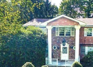 Foreclosed Home en BRIDLE PATH DR, Old Westbury, NY - 11568