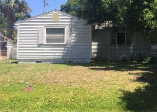 Foreclosed Home en W RIVER SHORE WAY, Tampa, FL - 33603