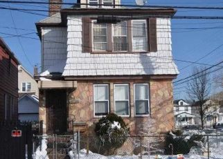 Foreclosed Home en 199TH ST, Hollis, NY - 11423