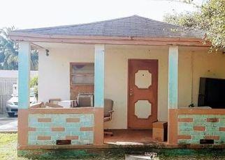Foreclosed Home en NW 154TH ST, Opa Locka, FL - 33054