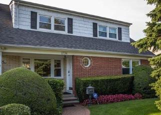Foreclosed Home in HANCOCK ST, Hewlett, NY - 11557