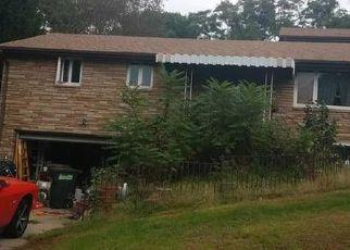 Foreclosed Home en BELLMAWR DR, Mc Kees Rocks, PA - 15136
