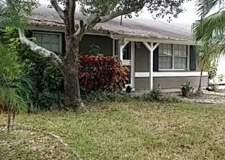 Foreclosed Home en NORTHGLENN DR, Tampa, FL - 33618