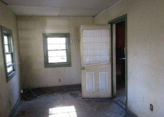 Foreclosed Home en WINYAH ST, Georgetown, SC - 29440