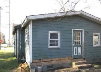 Foreclosed Home in WINYAH ST, Georgetown, SC - 29440