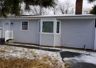 Foreclosed Home en E BAY DR, West Islip, NY - 11795