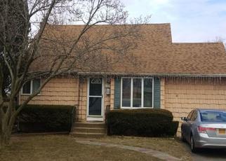 Foreclosed Home en 28TH ST, Lindenhurst, NY - 11757