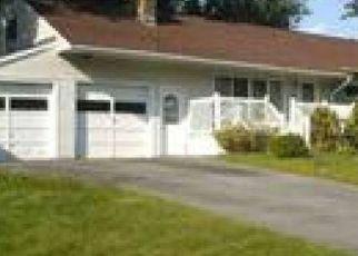 Foreclosed Home en SEQUOIA DR, Ballston Lake, NY - 12019