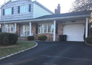 Foreclosed Home in CARDINAL LN, Hauppauge, NY - 11788