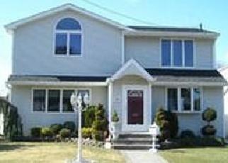 Foreclosed Home en NEPTUNE AVE, Oceanside, NY - 11572
