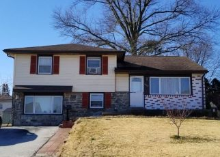 Foreclosed Home en BOURNE DR, Broomall, PA - 19008