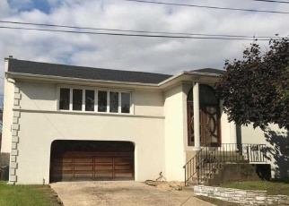 Foreclosed Home in WESTWOOD RD, Woodmere, NY - 11598
