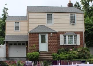 Foreclosed Home en GARNET PL, Elmont, NY - 11003