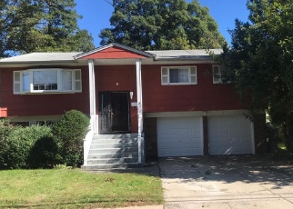 Foreclosed Home en CONNECTICUT AVE, Freeport, NY - 11520