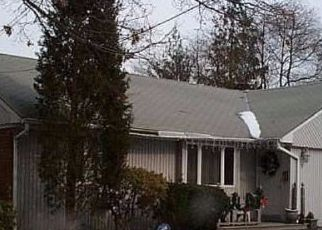 Foreclosed Home in TYRCONNELL AVE, Massapequa Park, NY - 11762