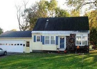 Foreclosed Home en GREENWAY N, Queensbury, NY - 12804
