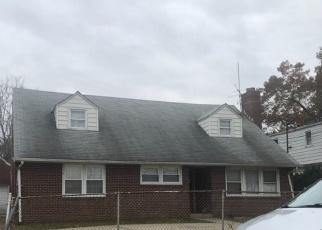 Foreclosed Home en ANNA AVE, Westbury, NY - 11590