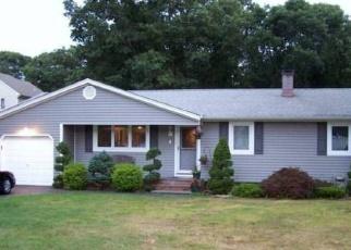 Foreclosed Home en ROOSEVELT ST, Holtsville, NY - 11742