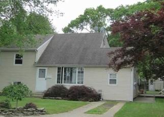 Casa en ejecución hipotecaria in East Islip, NY, 11730,  ADAMS ST E ID: P1141232
