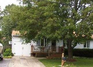 Casa en ejecución hipotecaria in Selden, NY, 11784,  ALMA AVE ID: P1141376