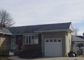 Foreclosed Home en LIBERTY AVE, Lindenhurst, NY - 11757