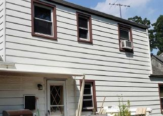 Foreclosed Home en WELLS PL, Huntington Station, NY - 11746