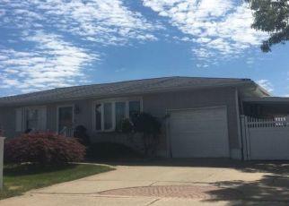 Casa en ejecución hipotecaria in Deer Park, NY, 11729,  SCOTT AVE ID: P1143006