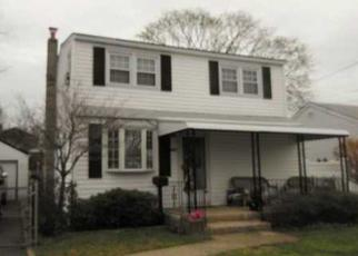 Foreclosed Home en KEITH LN, West Islip, NY - 11795