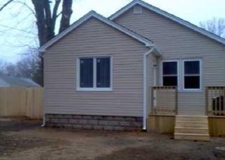 Casa en ejecución hipotecaria in West Babylon, NY, 11704,  NEVADA RD ID: P1143047