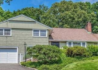 Foreclosed Home in HAMILTON LN, Huntington, NY - 11743