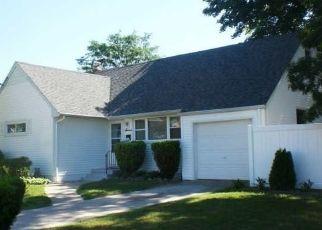 Foreclosed Home en GAULTON DR, North Babylon, NY - 11703