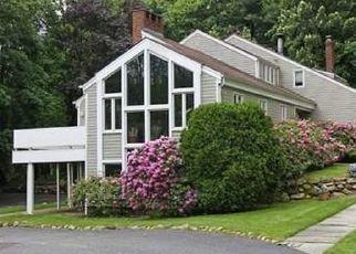 Foreclosed Home en HORSESHOE RD, Old Westbury, NY - 11568