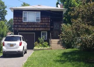 Foreclosed Home en VANDERBILT AVE, West Babylon, NY - 11704