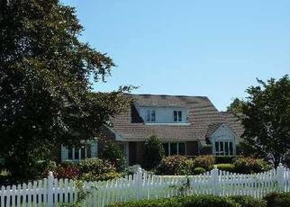 Foreclosed Home en DAVISON LN W, West Islip, NY - 11795