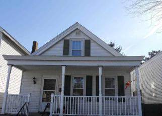 Foreclosed Home en 5TH AVE, Watervliet, NY - 12189