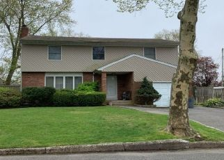 Foreclosed Home in CAXTON ST, Melville, NY - 11747